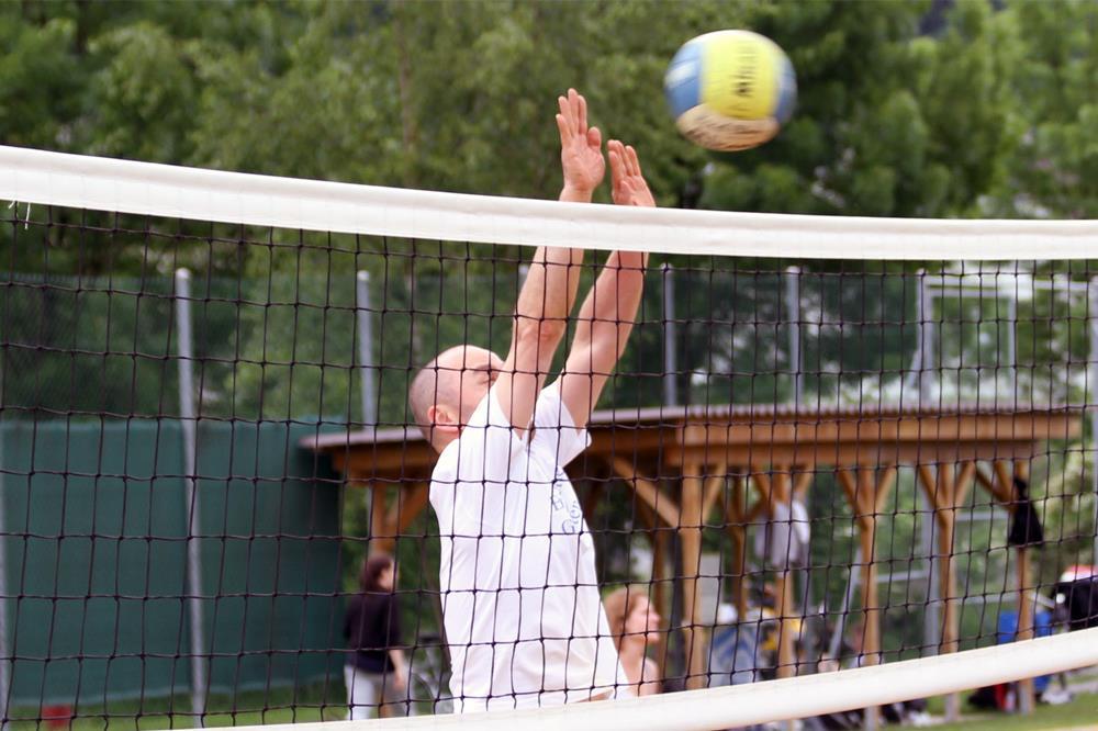 https://st-klemens.ch/web/wp-content/uploads/2020/10/gymnasium-st-klemens-volley-1000x667-1.jpg